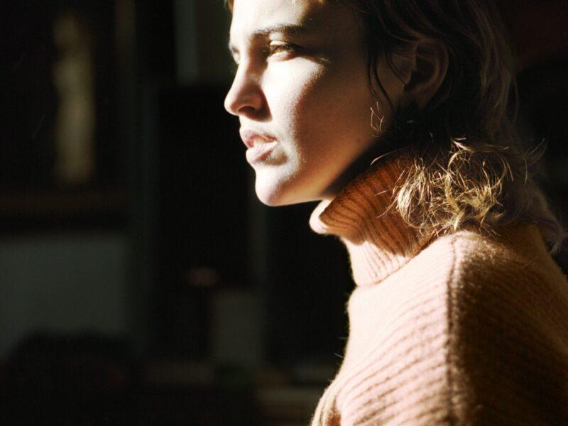 Dana Gavanski : «j'adore être en studio et créer des sons, essayer des trucs»